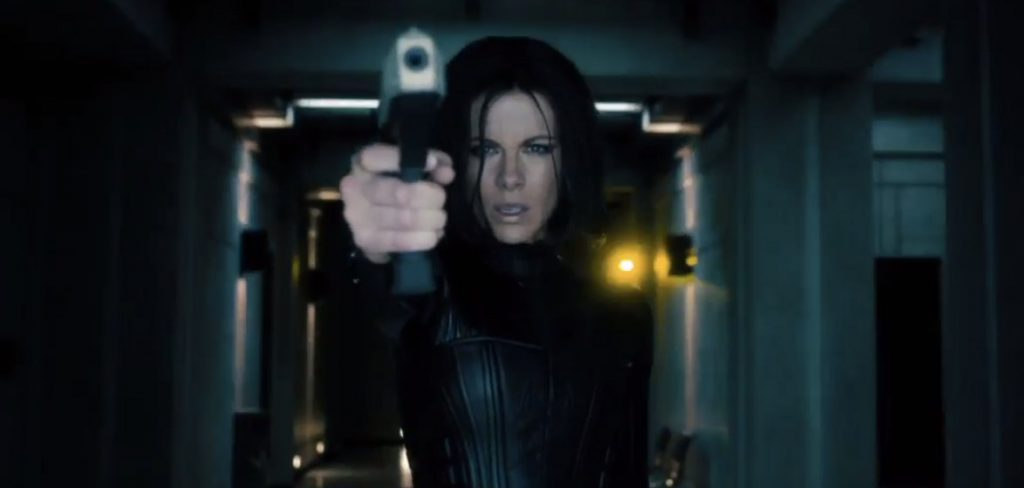 underworld5-beckinsale-gunpoint